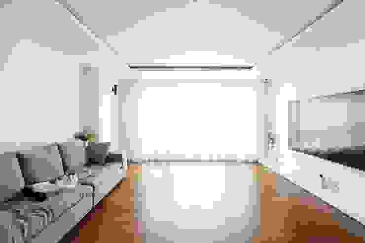 단순한 것이 아름답다_판교힐스테이트인테리어 모던스타일 거실 by 더집디자인 (THEJIB DESIGN) 모던