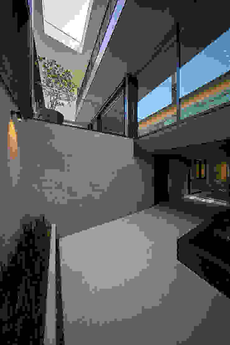 エスプレックス ESPREX Balkon, Beranda & Teras Modern