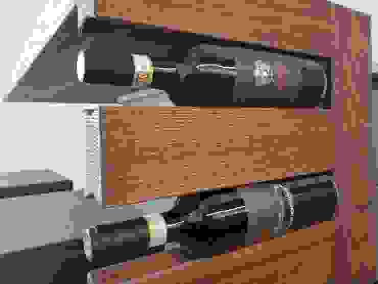 Dettaglio porta-bottiglie di ARREDAMENTI PIVA Moderno