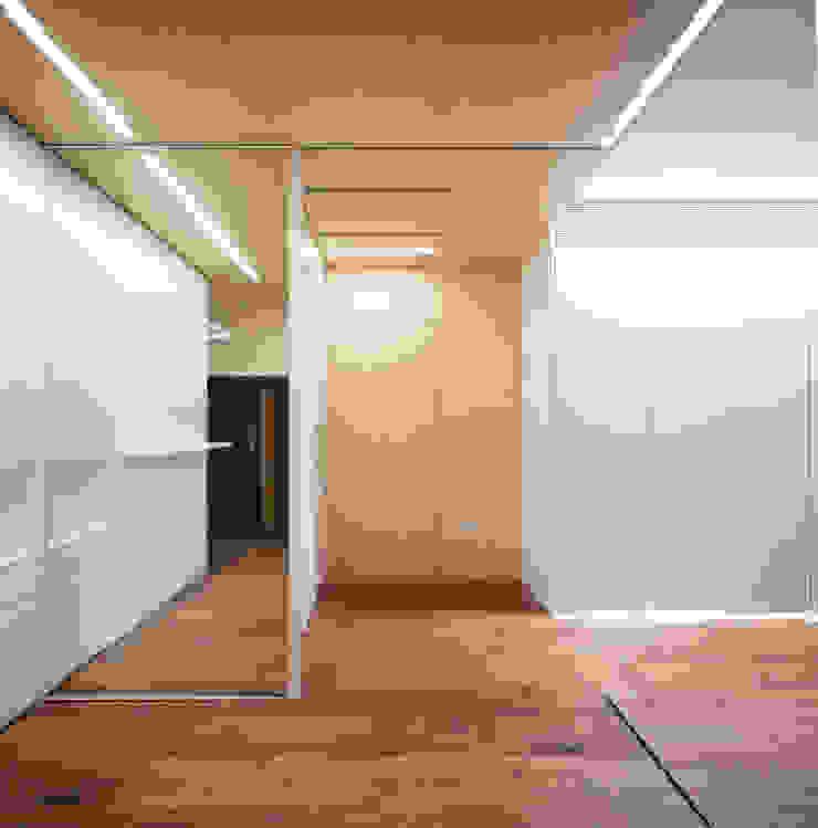 Eseiesa Arquitectos Minimalist corridor, hallway & stairs Wood Wood effect