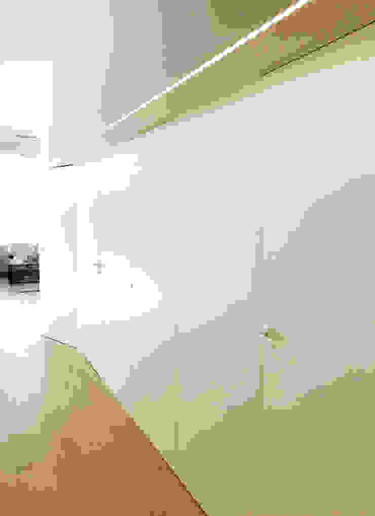 Eseiesa Arquitectos Cliniche in stile minimalista