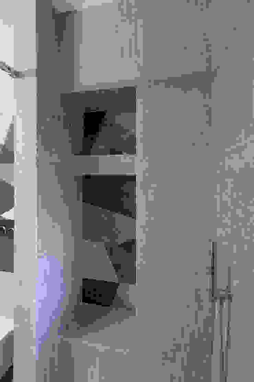 Archifacturing Baños de estilo moderno Cerámico Beige