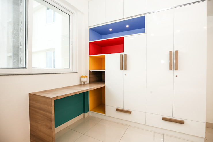Wardrobe with a Study Table: modern  by U and I Designs,Modern