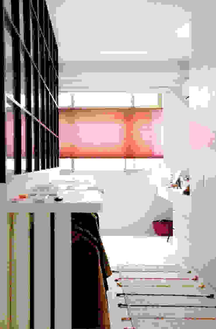 Vali 無紡蜂巢簾—磚紅: 斯堪的納維亞  by MSBT 幔室布緹, 北歐風 布織品 Amber/Gold