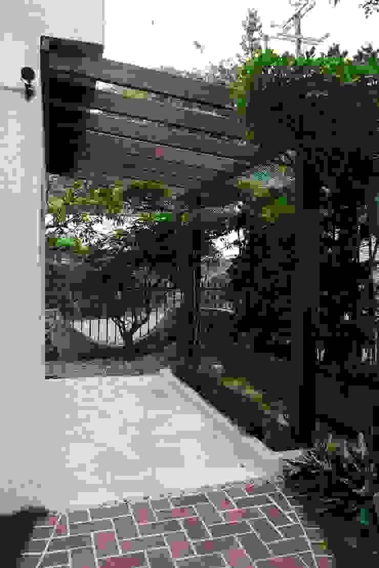 庭園遮陽架可裝上帆布遮陽 根據 大地工房景觀公司 熱帶風