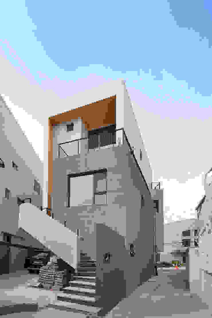 Modern Houses by 아익 건축 Modern