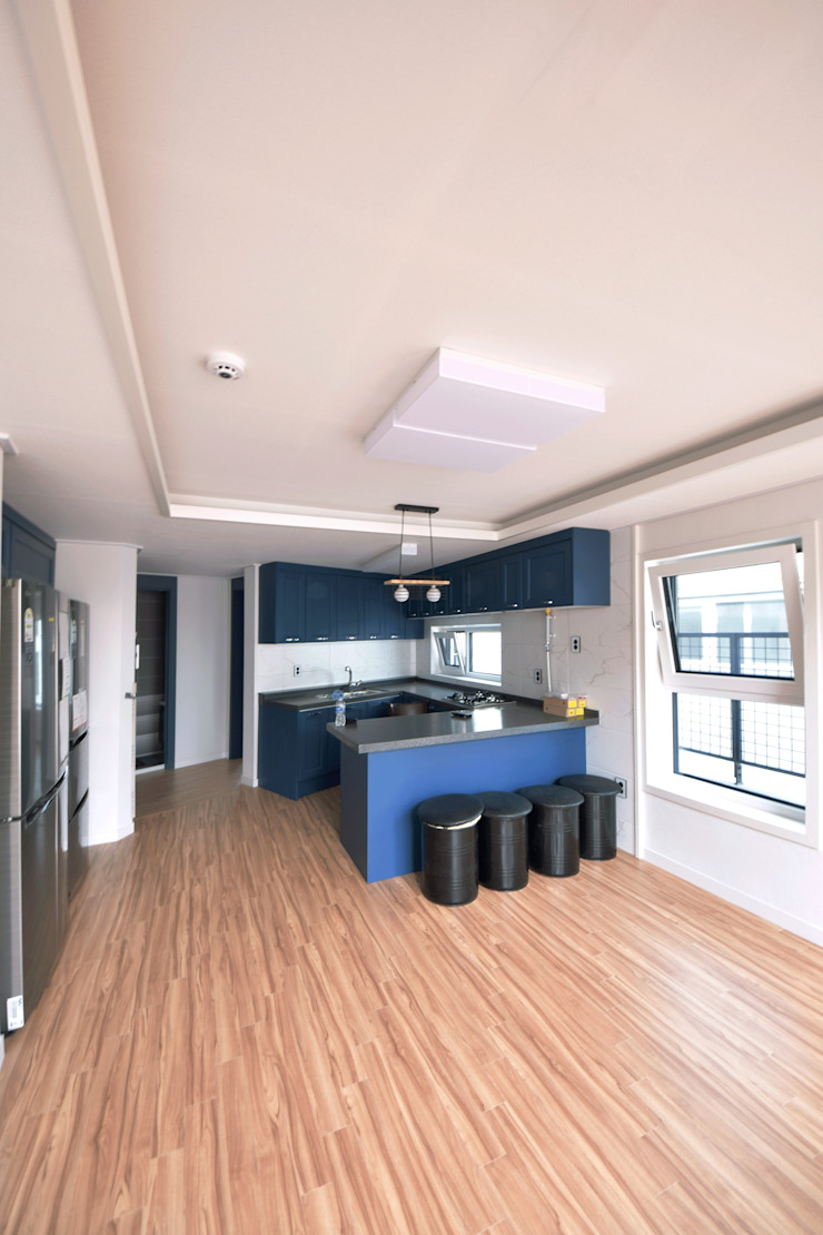 Modern Dining Room by 아익 건축 Modern