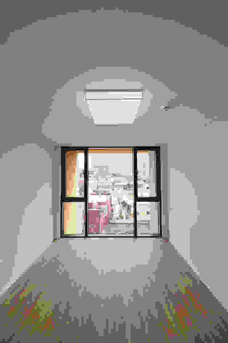 Modern Media Room by 아익 건축 Modern
