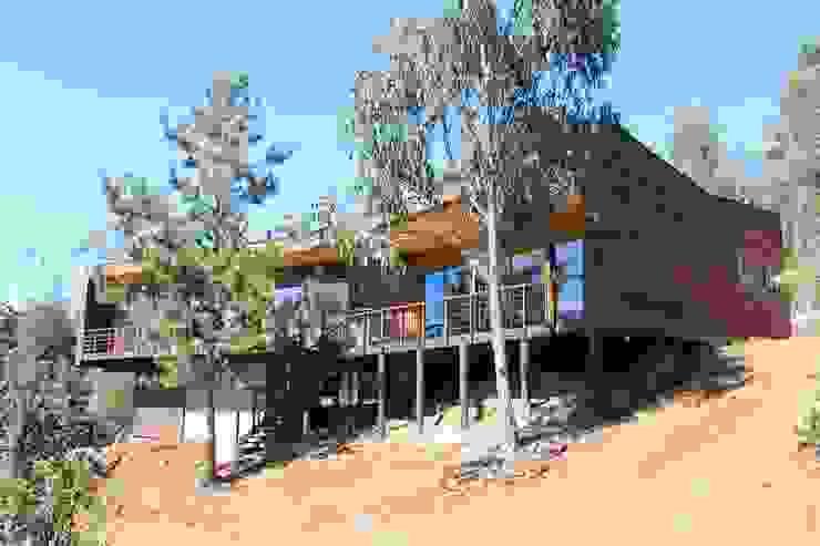 VIVIENDA EN FUNDO MILLACO Casas de estilo mediterráneo de Kimche Arquitectos Mediterráneo Madera Acabado en madera