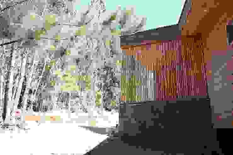 VIVIENDA EN FUNDO MILLACO de Kimche Arquitectos Minimalista Madera Acabado en madera