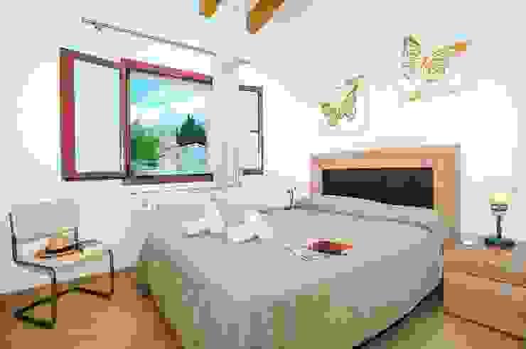 Diseño y construcción de una villa en Mallorca Dormitorios de estilo rural de Diego Cuttone, arquitectos en Mallorca Rural