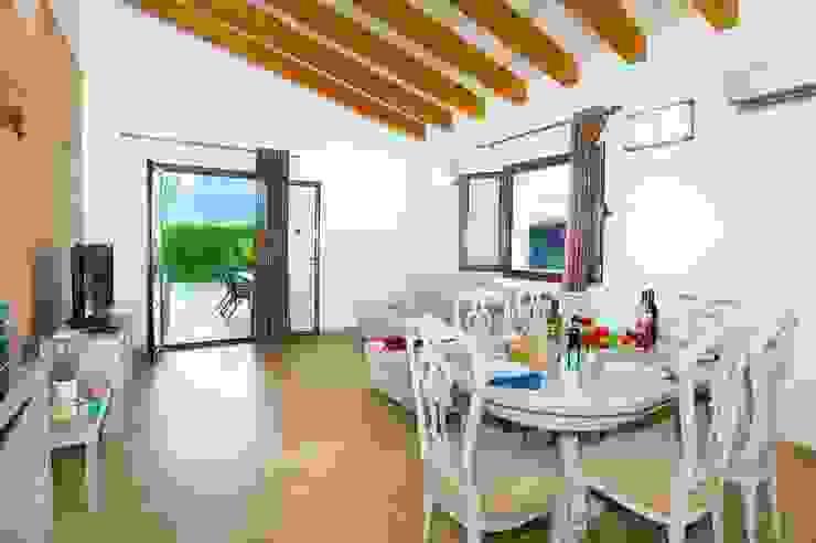 Dining room by Diego Cuttone, arquitectos en Mallorca,
