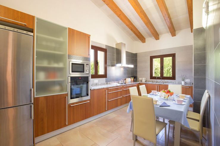 Country style kitchen by Diego Cuttone, arquitectos en Mallorca Country