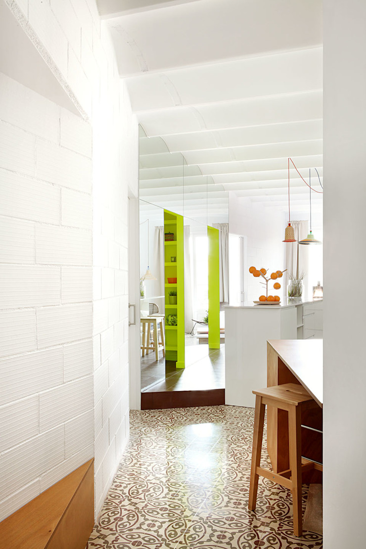 Miel Arquitectos Mediterranean style corridor, hallway and stairs