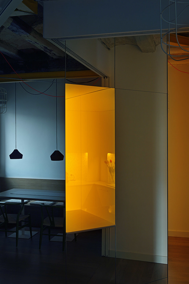 Miel Arquitectos Modern dining room Yellow