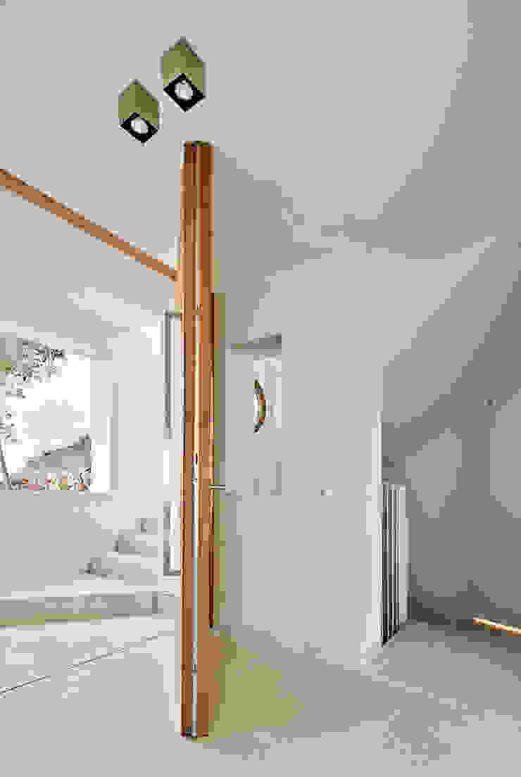 CASA FORBES Miel Arquitectos Modern Corridor, Hallway and Staircase
