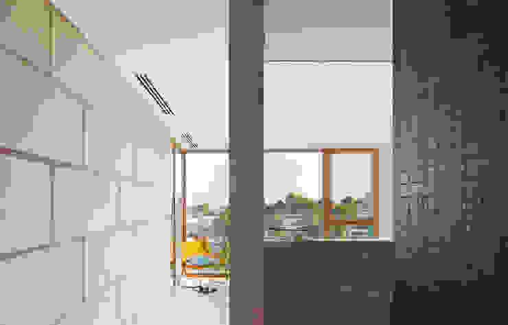 CASA FORBES Miel Arquitectos Modern bathroom