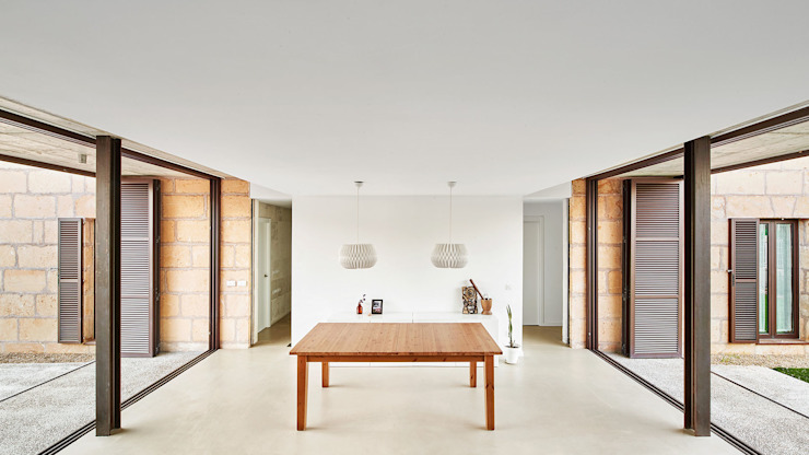 CASA ES CARNATGE Comedores de estilo moderno de Miel Arquitectos Moderno