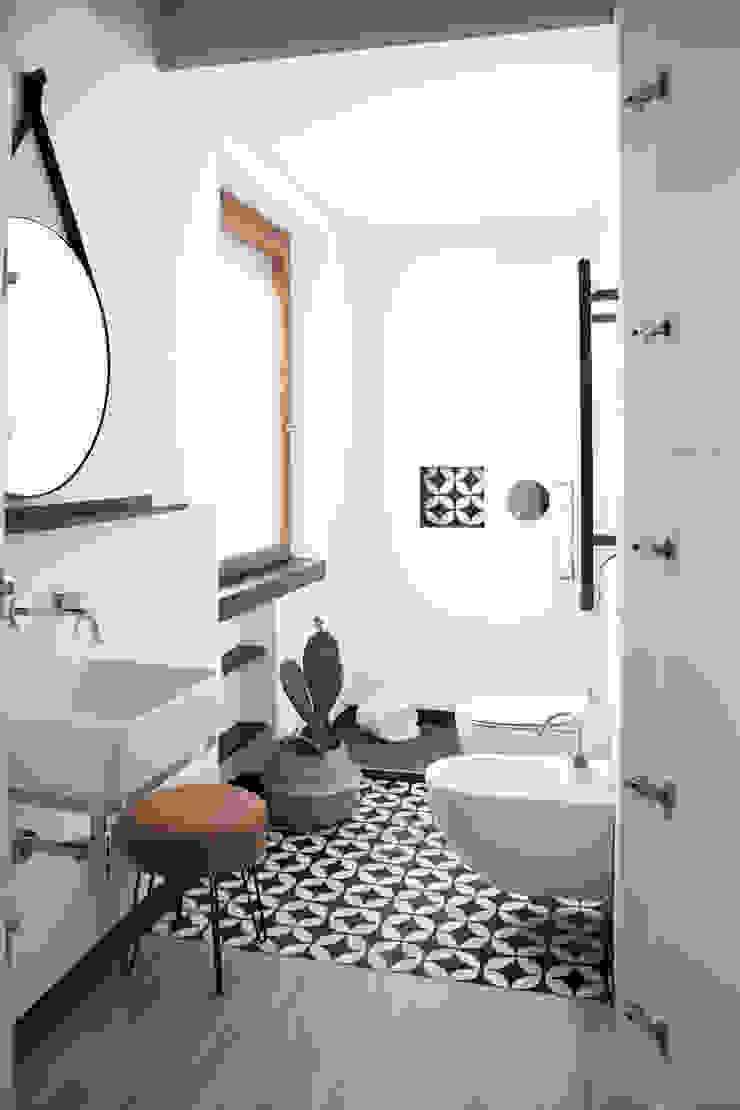Spazio 14 10 di Stella Passerini Minimalist style bathroom