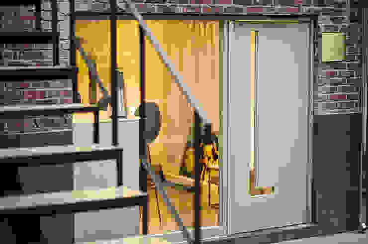 licht_loben 리히트로벤 모던스타일 서재 / 사무실 by 바른디자인 - barundesign 모던 금속