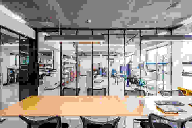 WHAT WE DO: (주)건축사사무소 더함 / ThEPLus Architects의 현대 ,모던