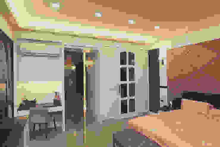 拉門後面的空間通往主臥浴室 根據 奕禾軒 空間規劃 /工程設計 古典風