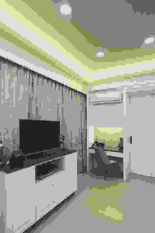 梳妝台是女主人的臥室必備家具之一: 經典  by 奕禾軒 空間規劃 /工程設計, 古典風