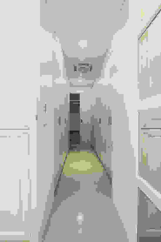 寬敞的儲衣空間 根據 奕禾軒 空間規劃 /工程設計 古典風