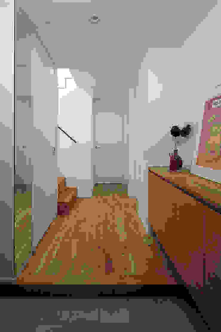 株式会社Fit建築設計事務所 Eclectic style corridor, hallway & stairs