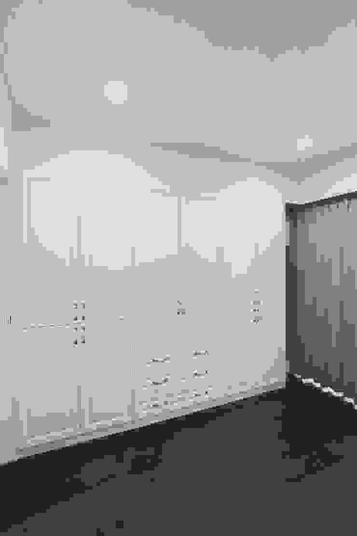 大型衣櫃讓收納變簡單:  國家  by 奕禾軒 空間規劃 /工程設計, 鄉村風