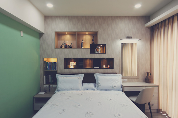 床頭牆面的設計讓房間的主人能擺放飾物: 現代  by 奕禾軒 空間規劃 /工程設計, 現代風