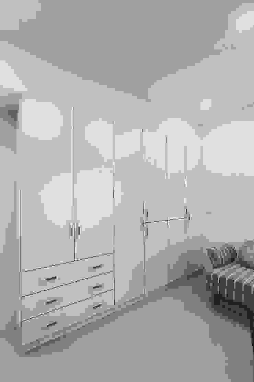客房的衣櫃可收納許多衣物棉被,親友來過夜都不成問題 根據 奕禾軒 空間規劃 /工程設計 古典風