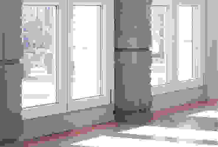Colonne in cemento armato Idea Ristruttura Finestre & Porte in stile minimalista Cemento armato