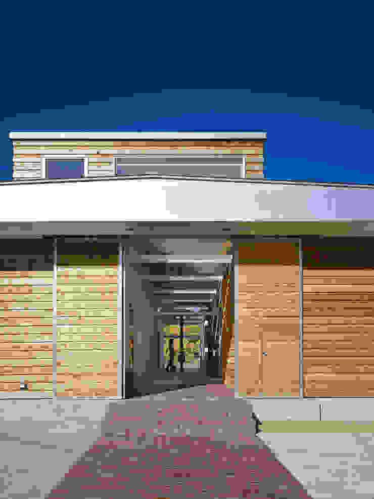 Rumah Modern Oleh 藤原・室 建築設計事務所 Modern