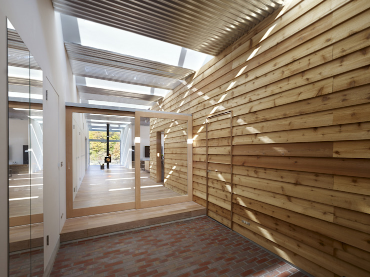Koridor & Tangga Modern Oleh 藤原・室 建築設計事務所 Modern