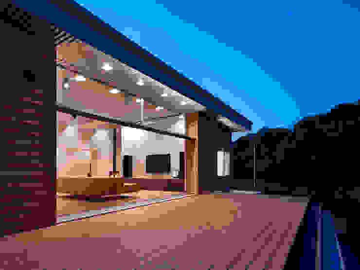 Balkon, Beranda & Teras Modern Oleh 藤原・室 建築設計事務所 Modern
