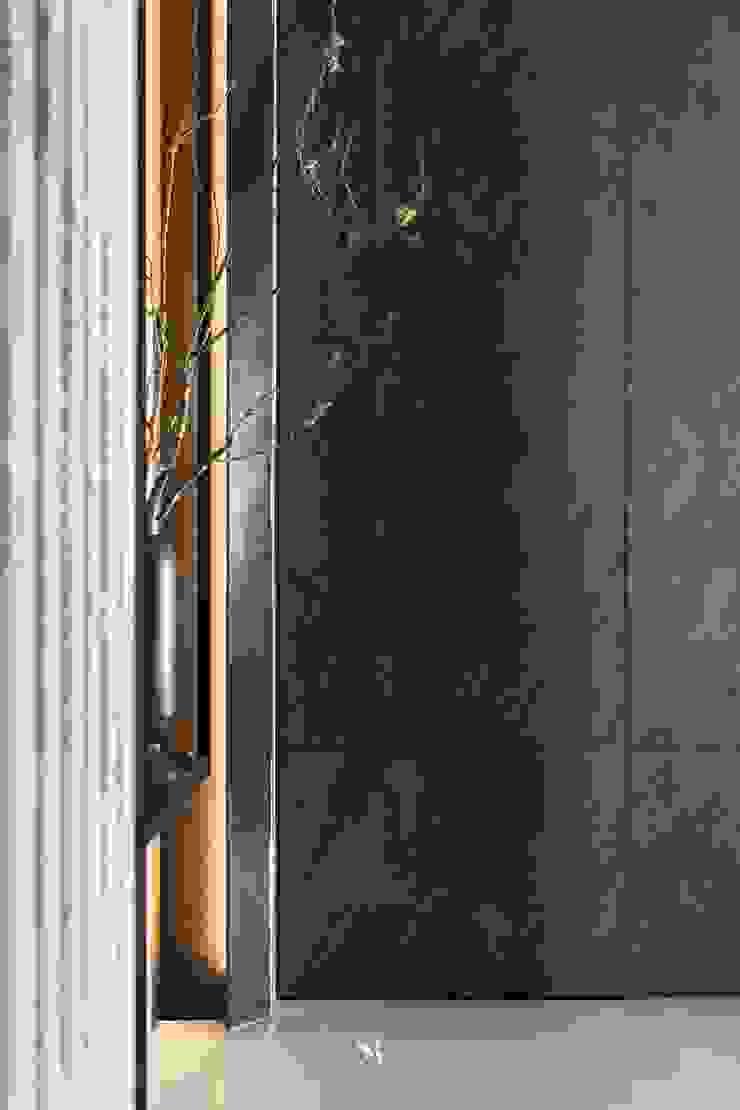 瀞若.覓謐  Sequestered Reality 現代風玄關、走廊與階梯 根據 理絲室內設計有限公司 Ris Interior Design Co., Ltd. 現代風