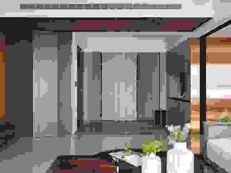 悠.繞 |Leisure.Round 現代風玄關、走廊與階梯 根據 理絲室內設計有限公司 Ris Interior Design Co., Ltd. 現代風
