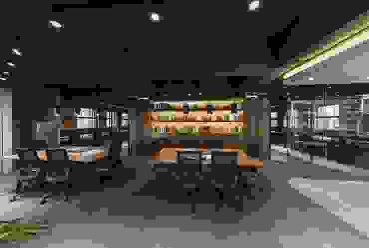 台北饗賓餐旅集團辦公室 根據 伊歐室內裝修設計有限公司 工業風