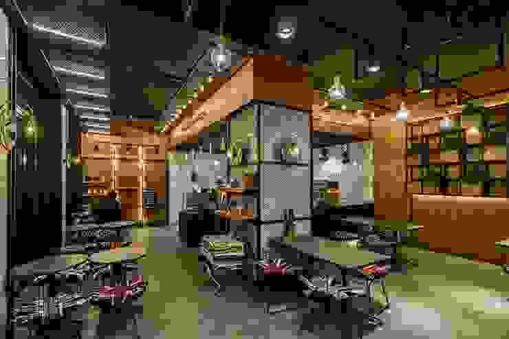 카페인테리어 Vieola coffee 인더스트리얼 다이닝 룸 by im100 communications 인더스트리얼 우드 우드 그레인
