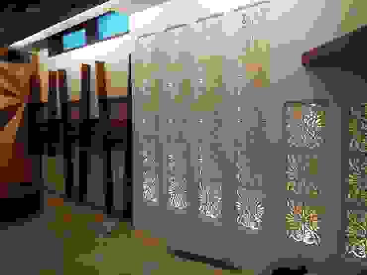 WALL CONCEPT IN CNC CUTTING:  Corridor & hallway by SHUFFLE DESIZN,