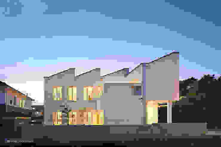 Загородные дома в . Автор – 건축사사무소 모뉴멘타
