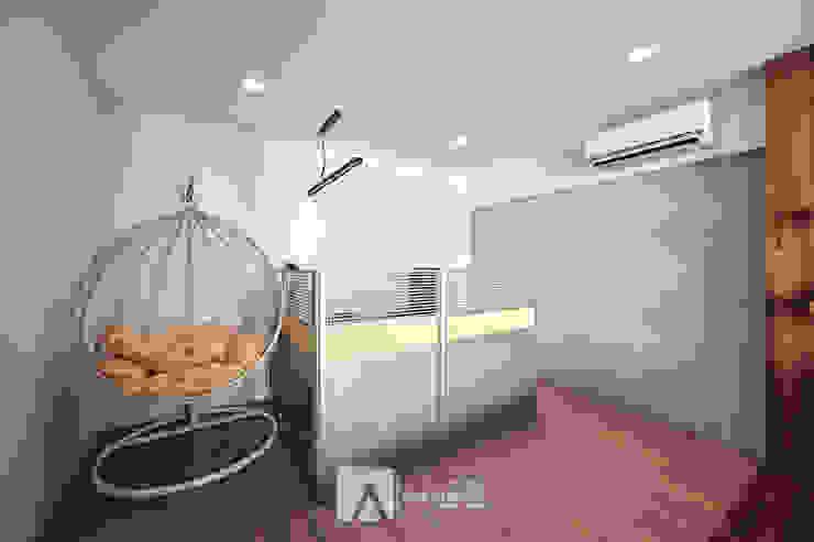 辦公室 根據 芸匠室內裝修設計有限公司 殖民地風 複合木地板 Transparent