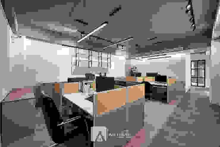 辦公室 根據 芸匠室內裝修設計有限公司 工業風 複合木地板 Transparent