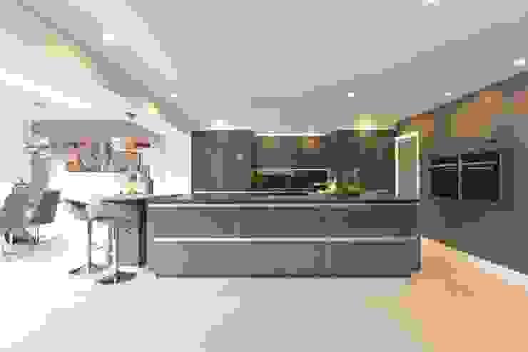 Mr & Mrs O'Hare Diane Berry Kitchens Modern kitchen Glass Grey