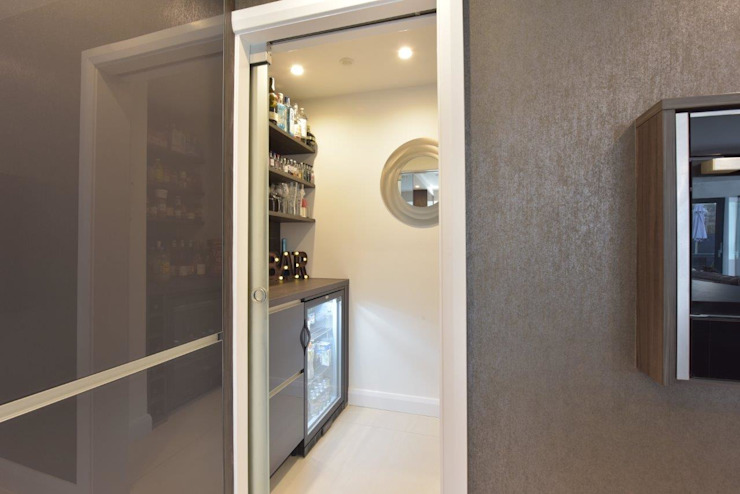 Mr & Mrs O'Hare Diane Berry Kitchens Built-in kitchens Glass Grey