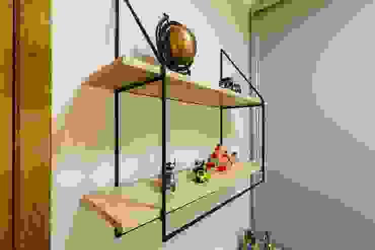 Detalhes das prateleiras para itens decorativos por ZOMA Arquitetura Moderno