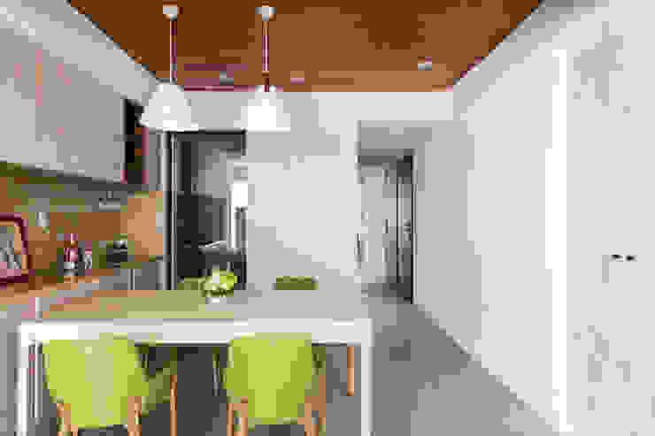 桃大極 斯堪的納維亞風格的走廊,走廊和樓梯 根據 逸硯空間設計有限公司 北歐風