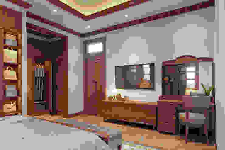 THIẾT KẾ NỘI THẤT TRỌN GÓI BIỆT THỰ VƯỜN 5 PHÒNG NGỦ CỦA ANH HÒA – BẾN TRE Phòng ngủ phong cách mộc mạc bởi Công ty TNHH Nội Thất Mạnh Hệ Mộc mạc