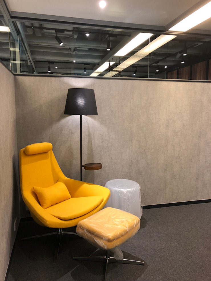 Resting area Modern offices & stores by Brilliant Design & Construction Ltd. Modern